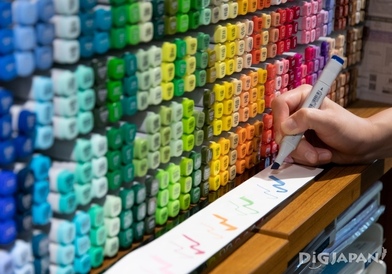 .Too Copic markers, an incredible choice of colors! - 380 yen