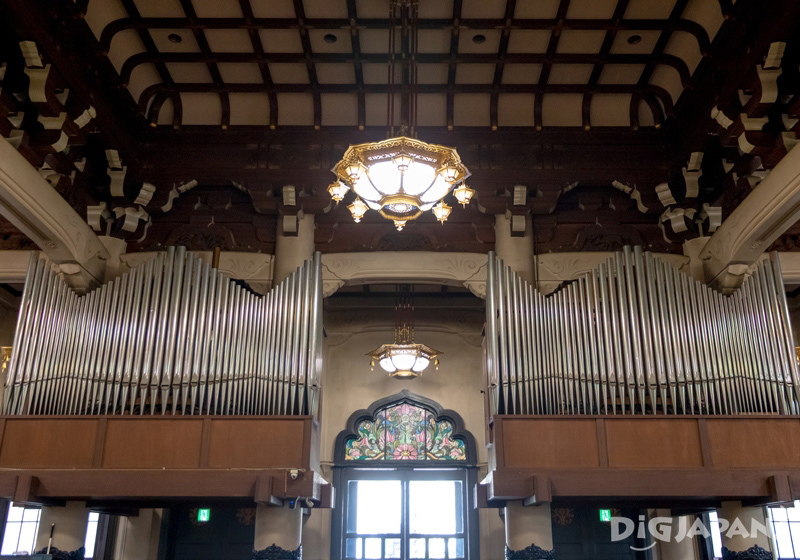 Pipe organ and stained glass windows in a Buddhist temple