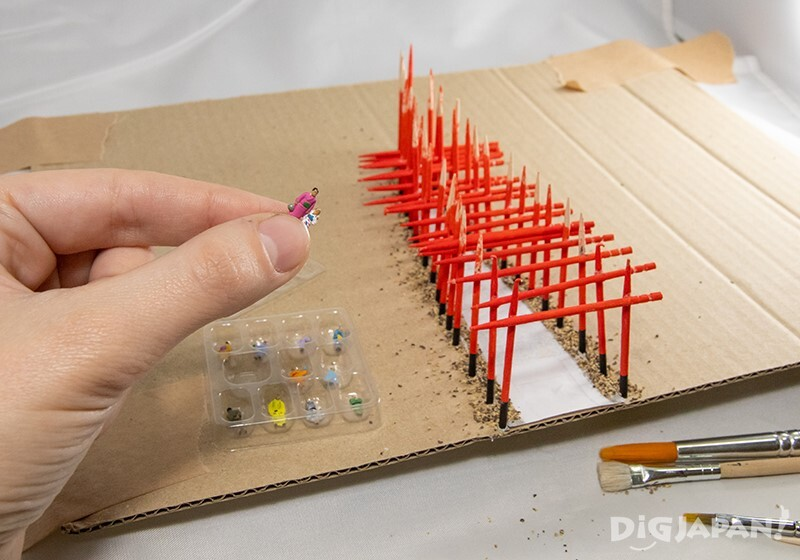 Recreating the Fushimi Inari Shrine in Kyoto in miniature: miniature people