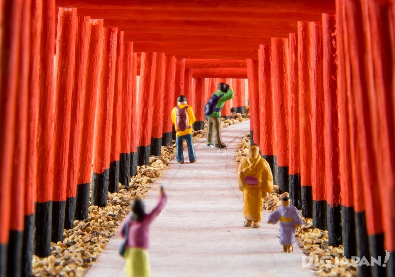 Recreating the Fushimi Inari Shrine in Kyoto in miniature 2