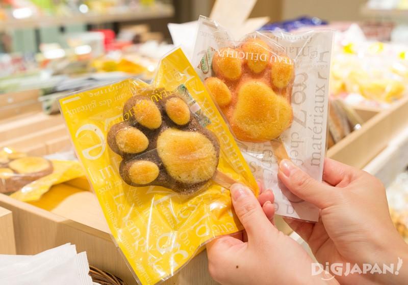 做成可愛動物肉球狀的瑪德蓮蛋糕則來自山梨縣