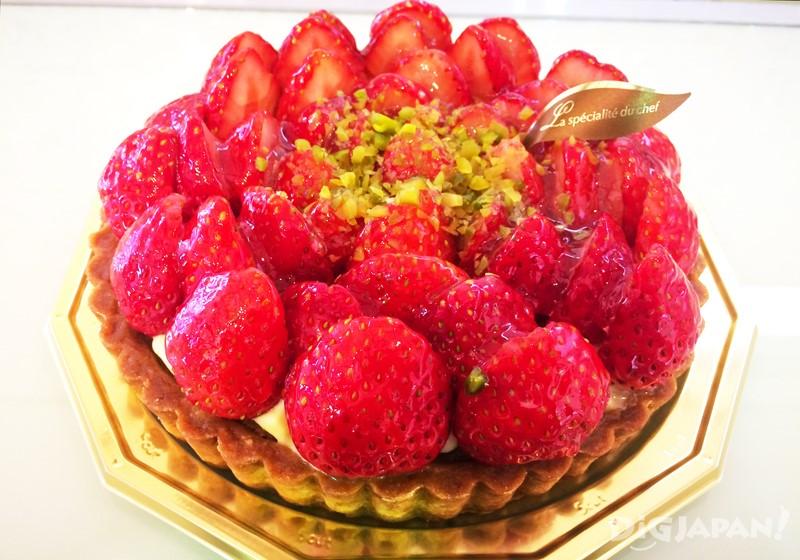 新鲜采摘的草莓做成的甜品和伴手礼3