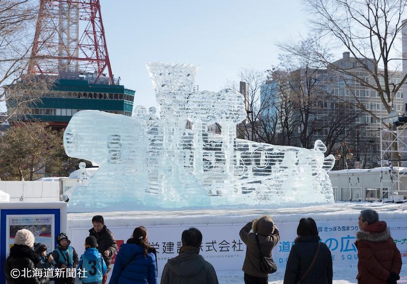 日中の大氷像