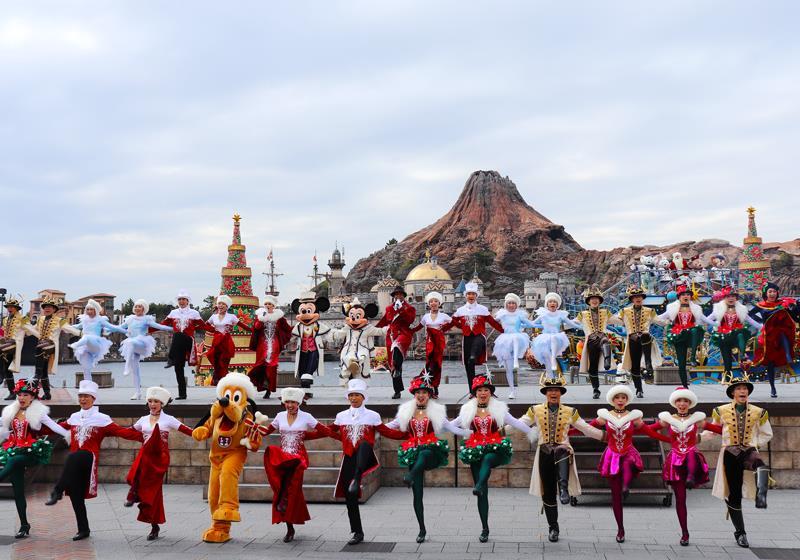 一起跳著踢踏舞和線舞的可愛迪士尼明星與舞者們!