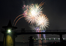 วันที่ 23 กรกฏาคม : การแสดงดอกไม้ไฟยามค่ำคืนที่คัตสึชิกะ