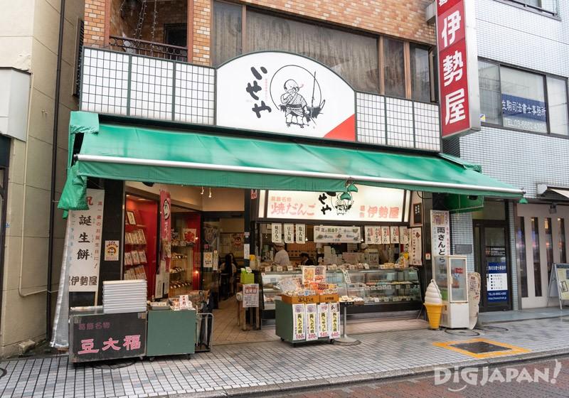 กินโดรายากิและอาหารแสนอร่อยที่ร้านขนมญี่ปุ่น