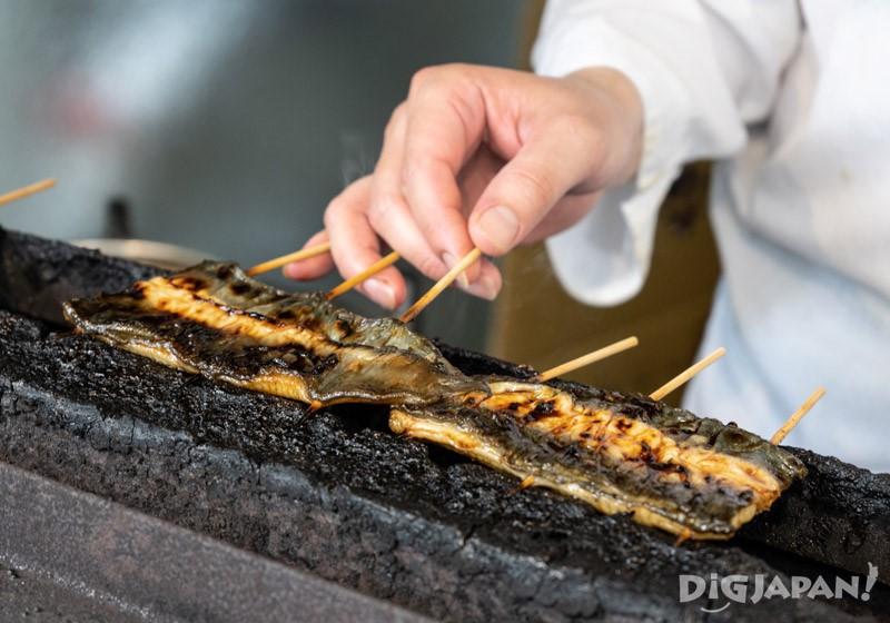 店頭現場燒烤的鰻魚