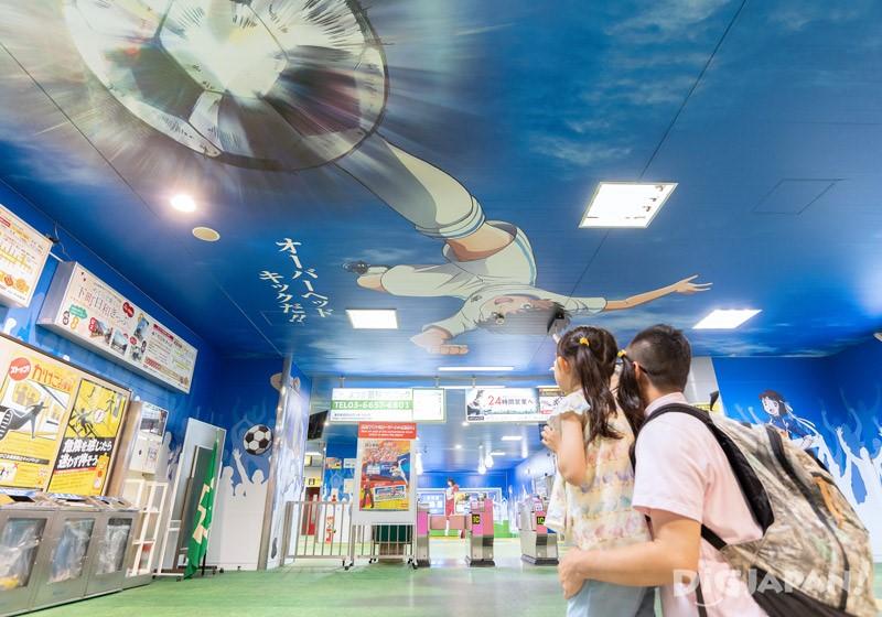 Captain Tsubasa overhead kick in Yotsugi Station
