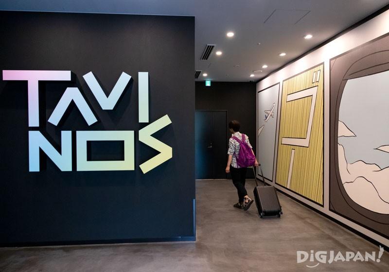 踏进TAVINOS自动门立刻就有漫画要素映入眼帘