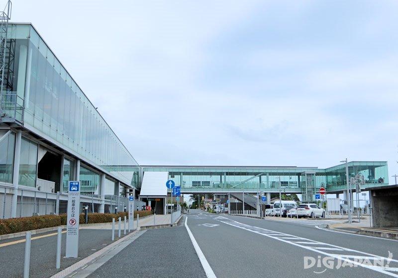 日立市建築家妹島和世擔任設計監修的JR日立車站