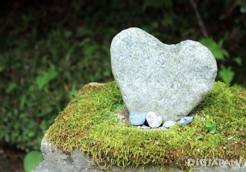 靈氣景點「御岩神社」的心形石