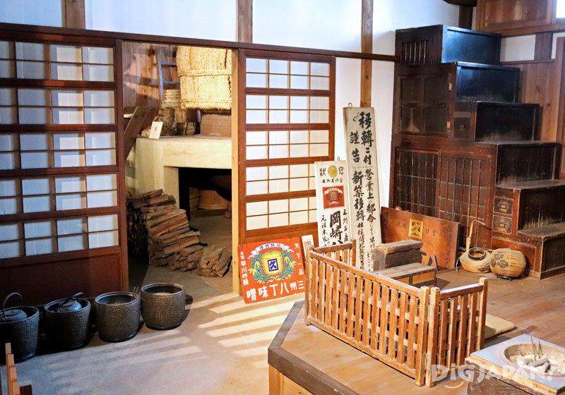 史料館由明治時期的味噌藏改造而成