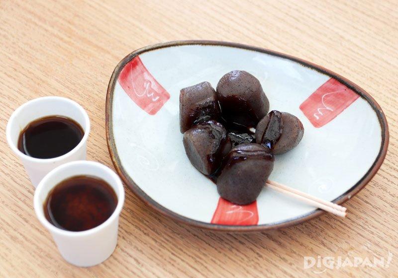 蘸著味噌醬的「蒟蒻田樂」