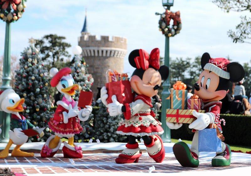 クリスマスに街を出かけたディズニーの仲間たち01
