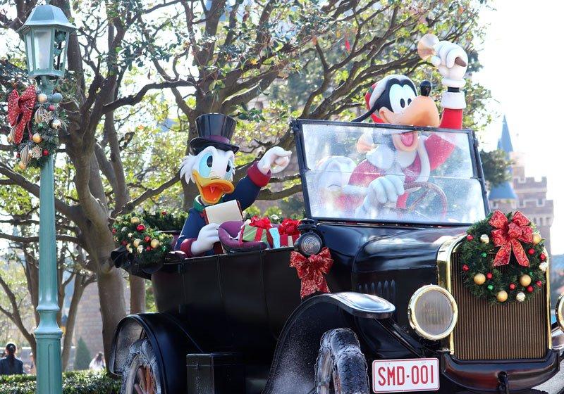 クリスマスに街を出かけたディズニーの仲間たち02