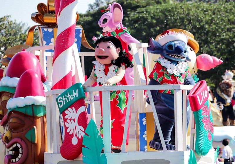 人気のパレード「ディズニー・クリスマス・ストーリーズ」04