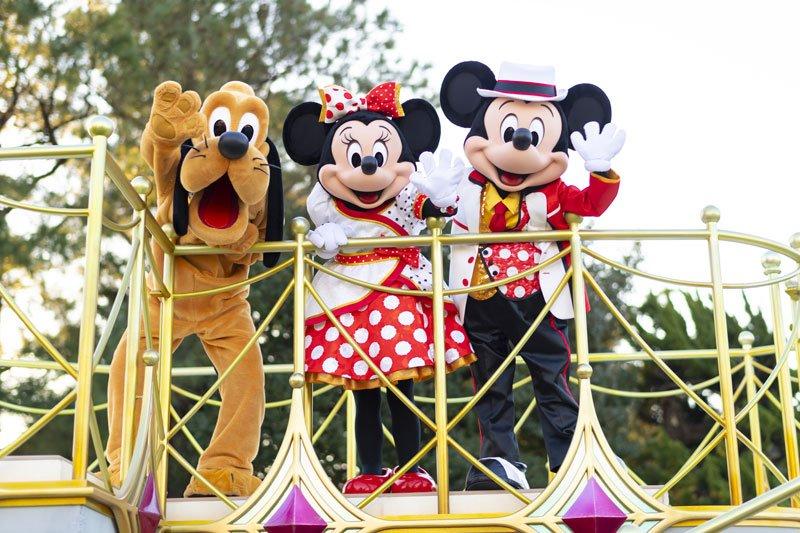 ミニーマウスとミッキーマウス、プルート
