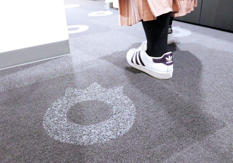 地面にあるかわいい足跡