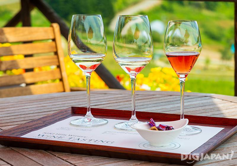 Each season three different wines are offered (the picture is an example)