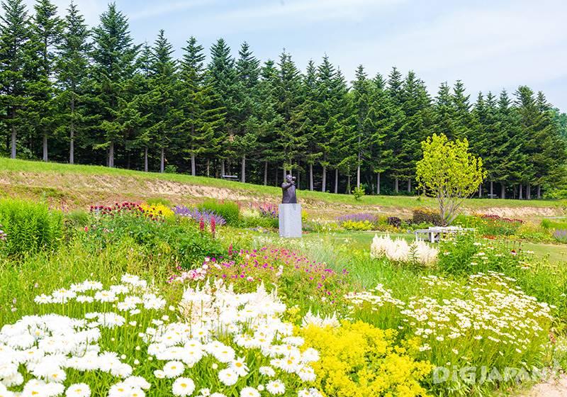 The garden is managed by gardener Hisao Fukumori