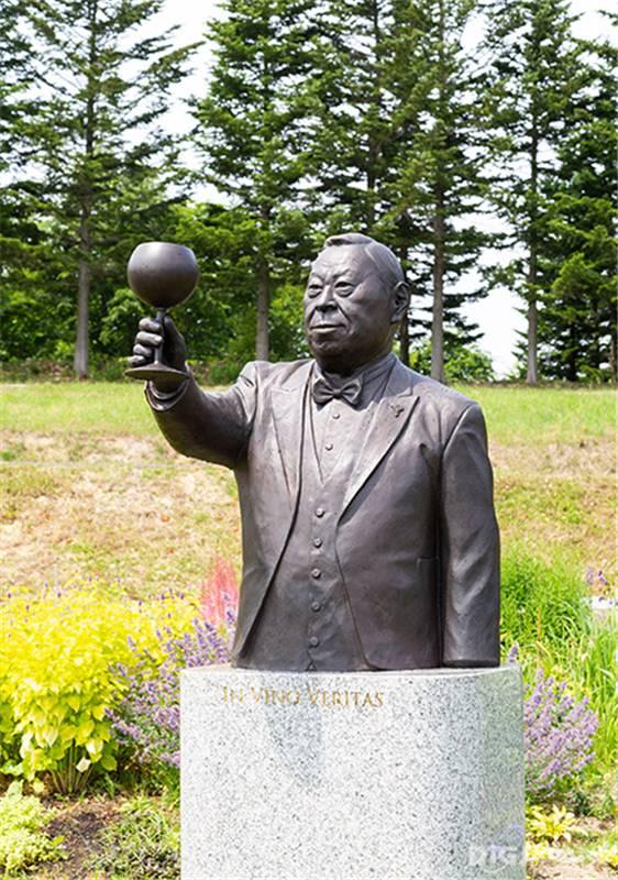 Niki Hills Winery wine supervisor and sommelier Takashi Atsuta's statue