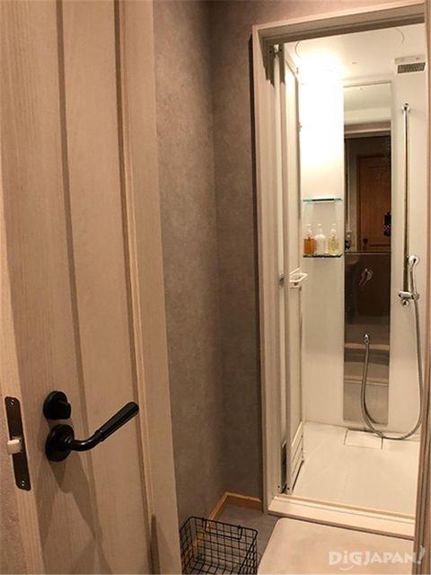 メインキャビン(管理棟)のシャワールーム