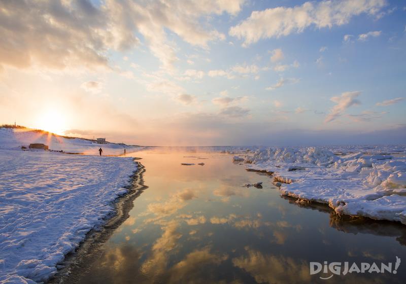 流氷と夕日
