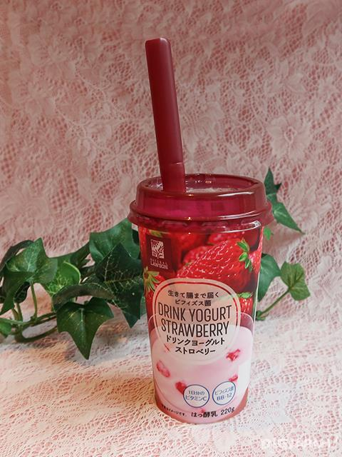 Drink Yogurt Strawberry | ドリンクヨーグルトストロベリー 220g by Natural Lawson
