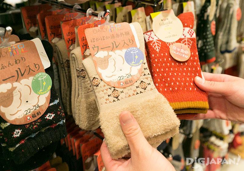 店內也有販賣使用了羊毛襪、嬰兒襪子等