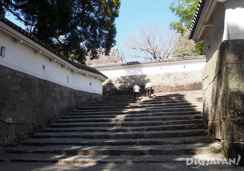 飫肥城氣派的大手門以及城內的石牆樓梯