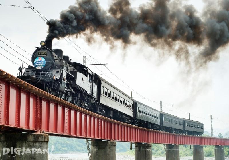 蒸気機関車が走る大井川本線