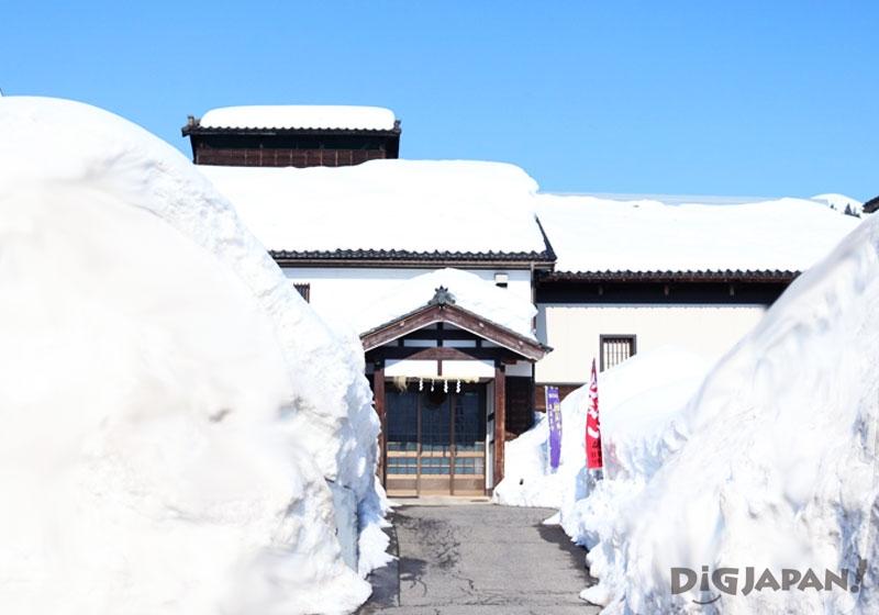 玉川酒造 雪の中の酒造