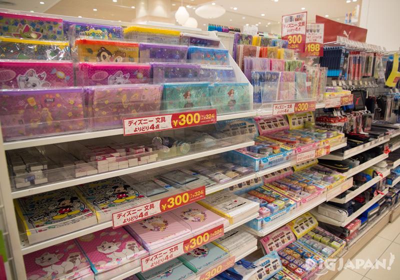 文房具、おもちゃ、駄菓子など